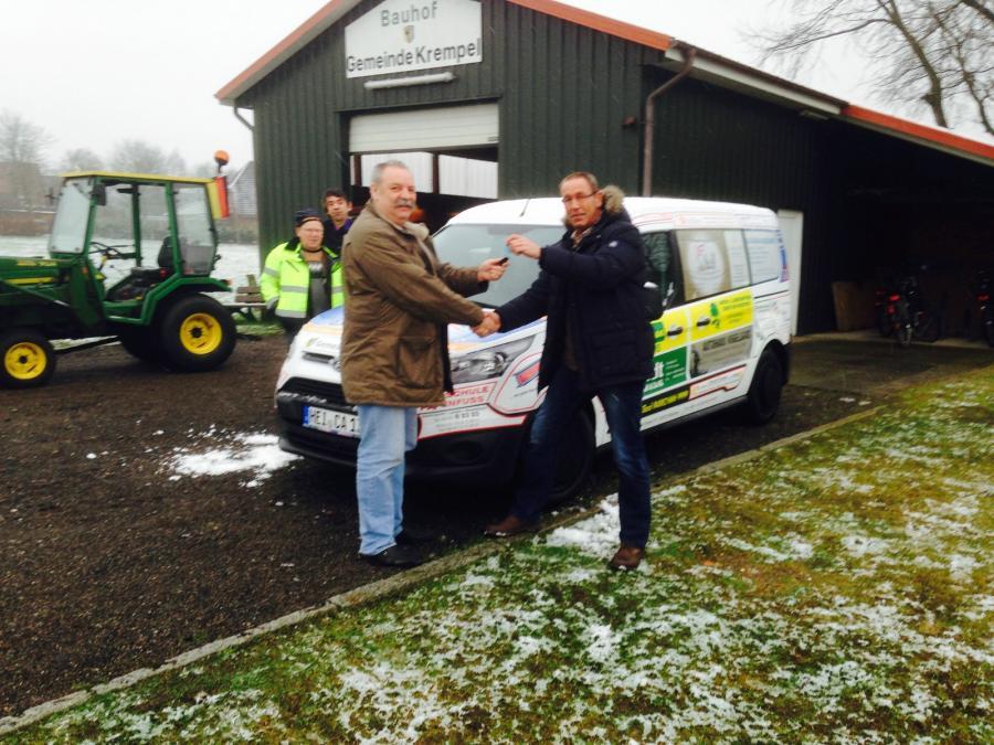 Übergabe des Sozialmobils an die Gemeinde Krempel