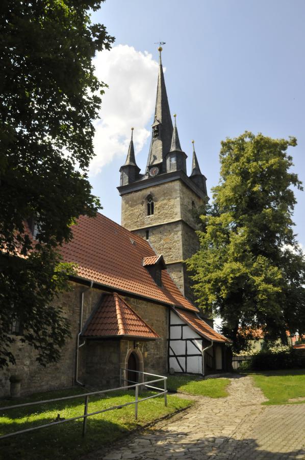 Die Dorfkirche St. Peter und Paul