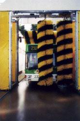 Front- und Heckwäsche des Buses
