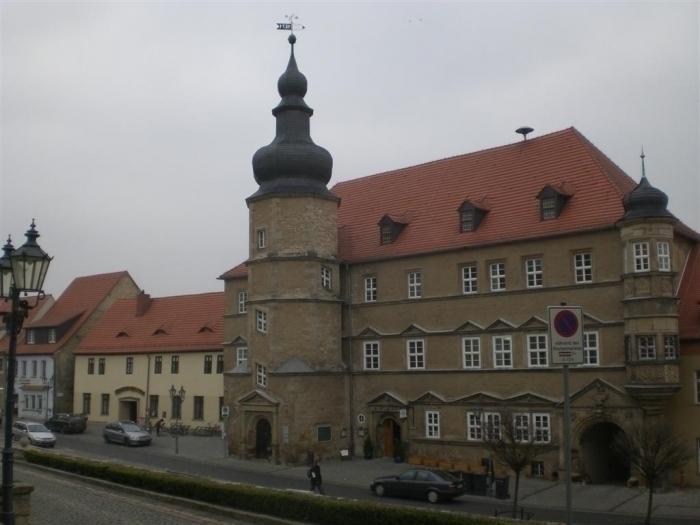 das im Jahre 1571 im Spätrenaissancestil erbaute Rathaus
