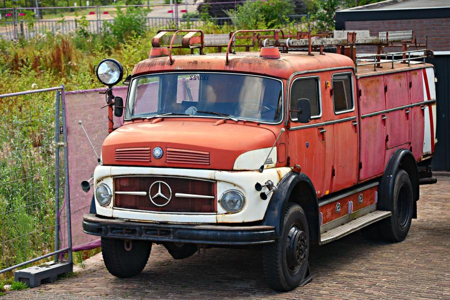 old-fire-engine-3568329_1280