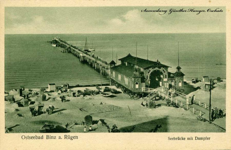 Ostseebad Binz a Rügen Seebrücke mit Dampfer