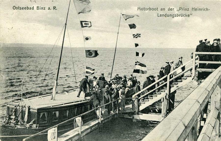 Ostseebad Binz Motorboot an der Prinz-Heinrich Landungsbrücke