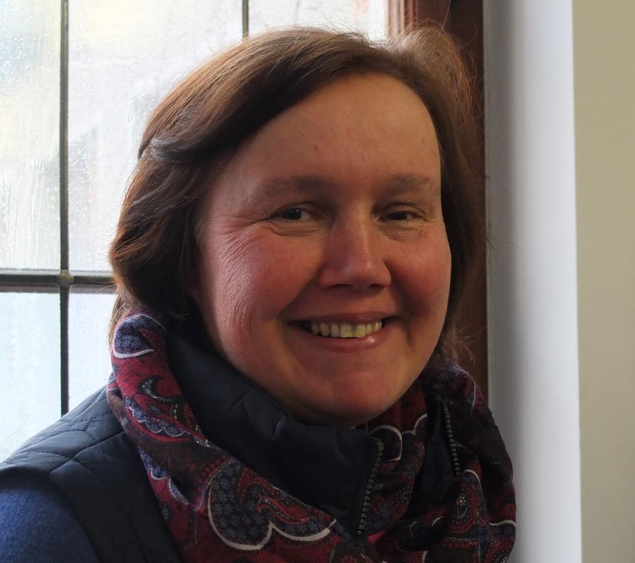 Dr Sabine Proll