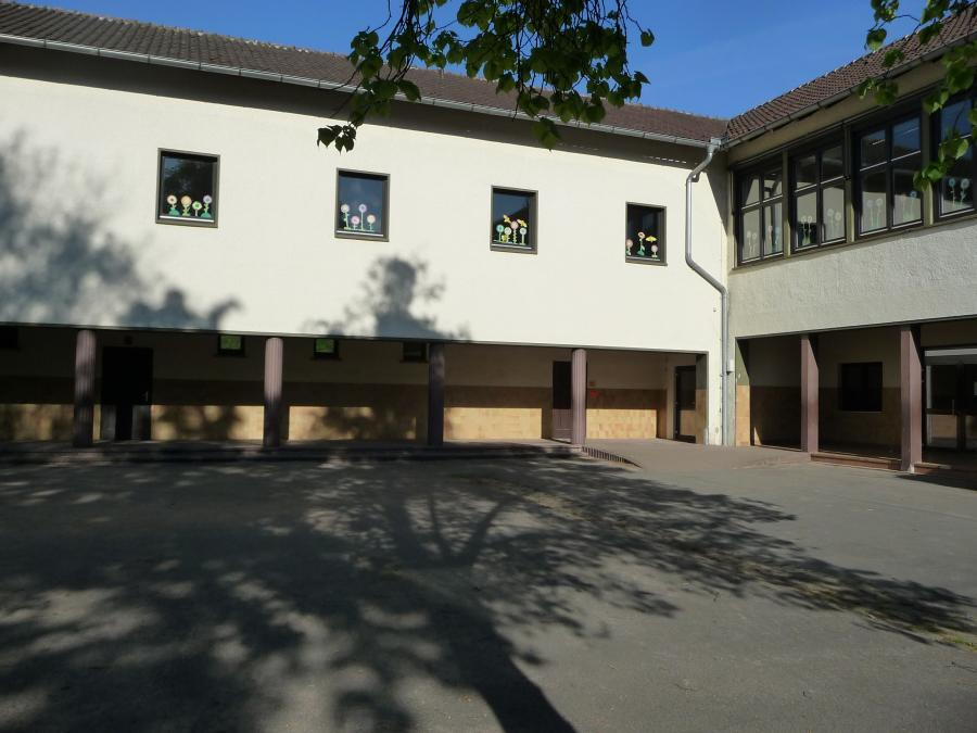 Schulgebäude II