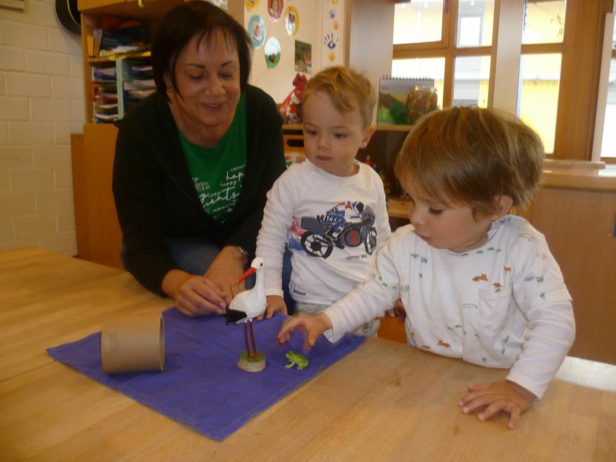 Gudrun Hermann mit Krippenkindern