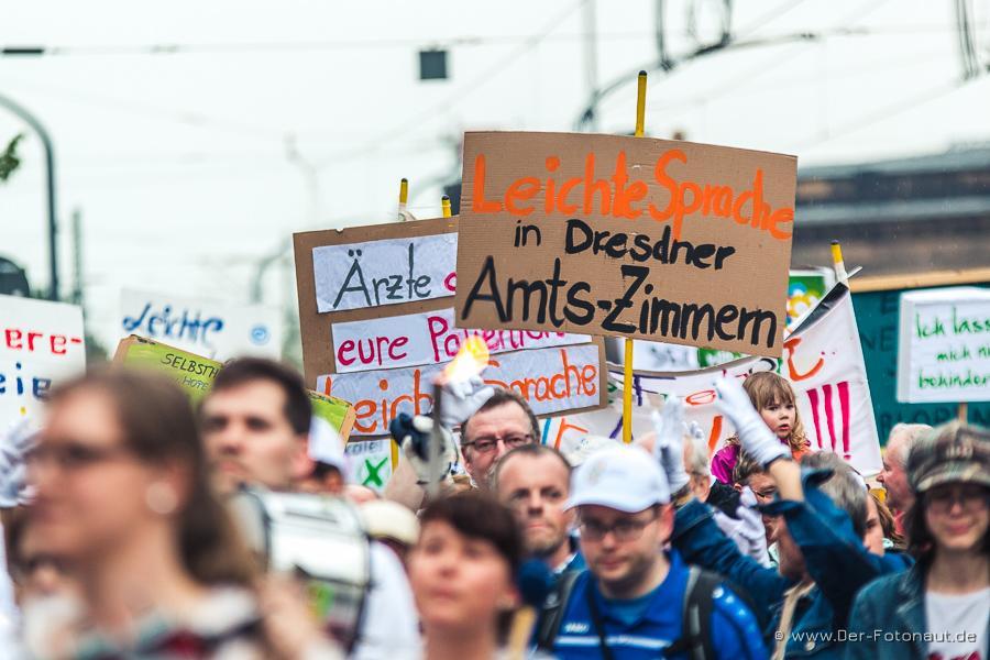 """""""Leichte Sprache in Dresdner Amts-Zimmern"""" - eine zentrale Forderung der AG, hier bei Parade der Vielfalt 6.0 2015"""