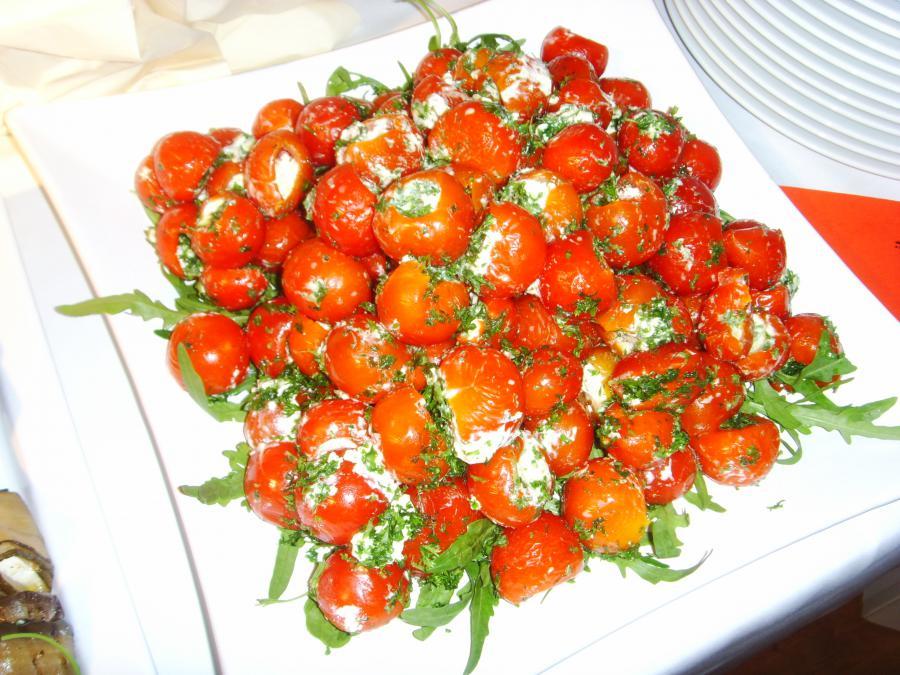 Tomaten mit Kräuterquarkfüllung