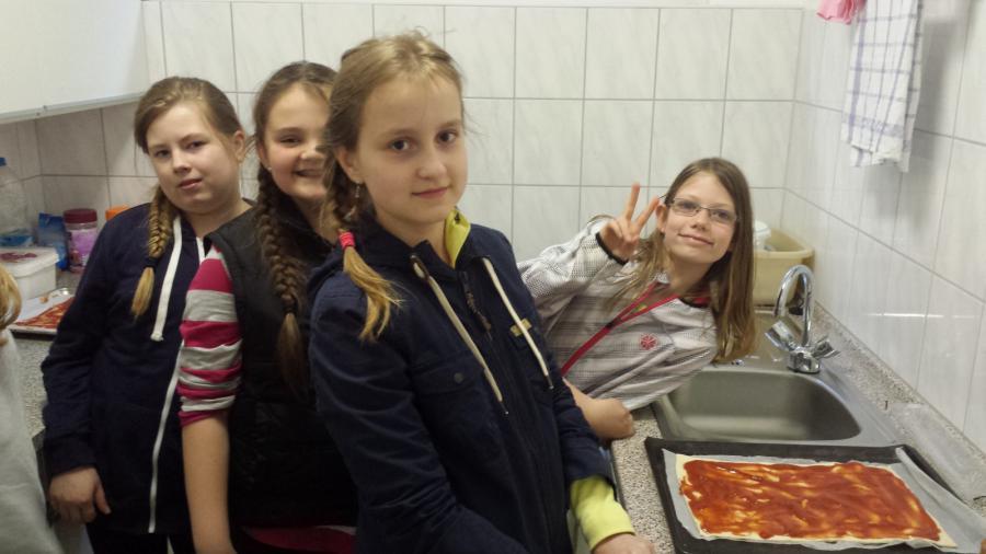 Pizza backen in der Küche