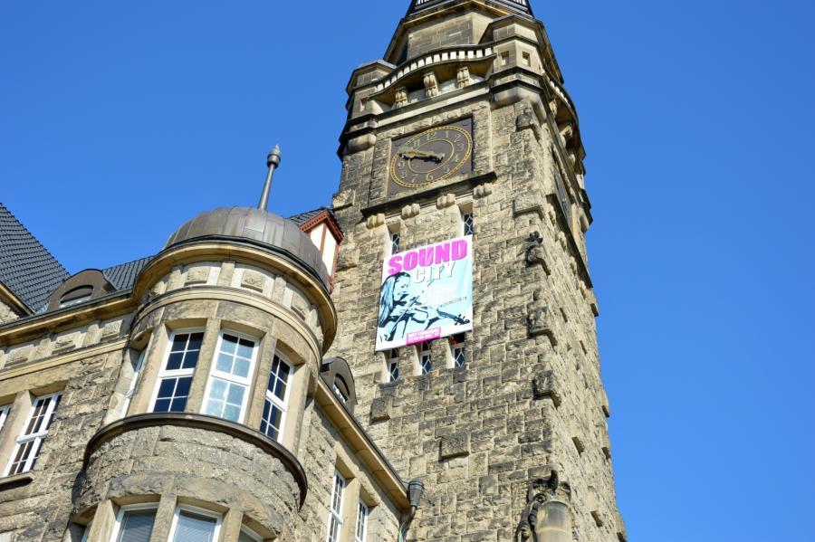Rathausturm mit Botschaft: Wittenberge ist Sound City-Stadt 2015