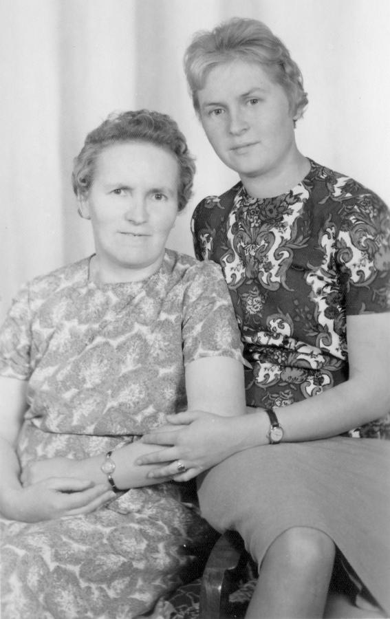 Annemarie Müller und Tochter Hannelore