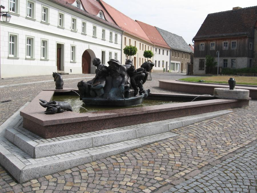 Schildbürgerbrunnen nah