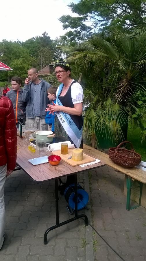 Präsentation der 25. Thüringer Olitätenkönigin im Botanischen Garten Großpösna-Oberholz