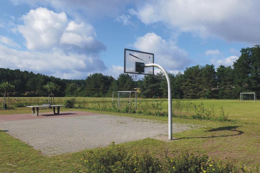 Prenden Bolz- und Spielplatz Ützdorfer Straße Streetballkorb TT-Platte, Foto: Galler