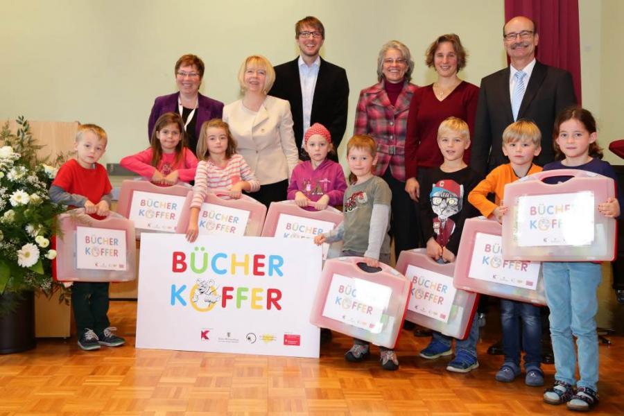 Übergabe der Bücherkoffer in Kornwestheim