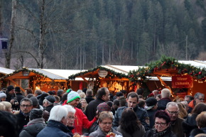Pünktlich zum 1. Advent öffenen die Weihnachtsmärkte in Deutschland ihre Pforten - Foto: johapress / Hahne