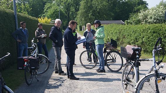 Teilnehmer der Radverkehrsschau 2016 an der Ecke Luisenweg/Lilienweg.