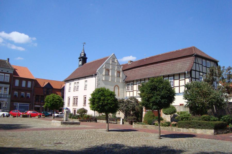 Rathaus und Marktplatz Oebisfelde