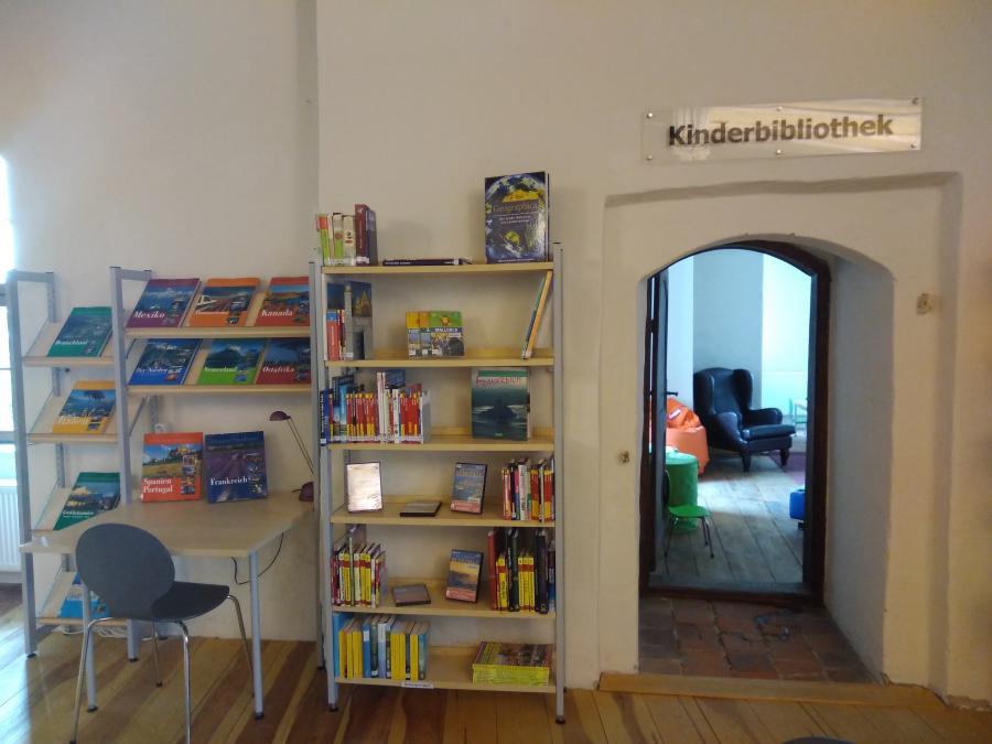 Die Kinderbibliothek im Turmzimmer