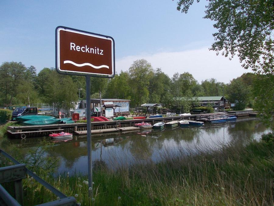 Recknitzbrücke Marlow - Wasserwanderrastplatz - Marlower Kanu- & Bootsverleih