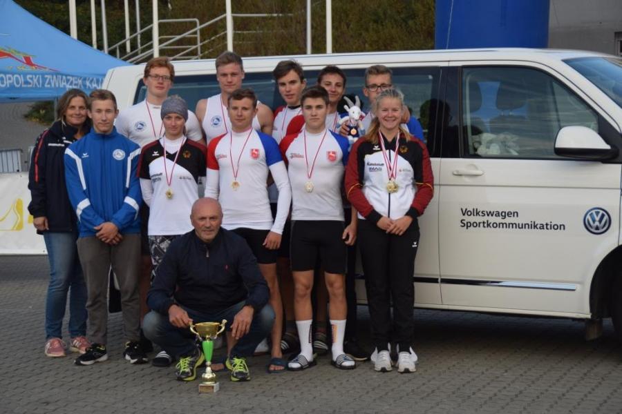 Reisegruppe aus Niedersachsen in Posen. Vorne: Landestrainer Jan Francik