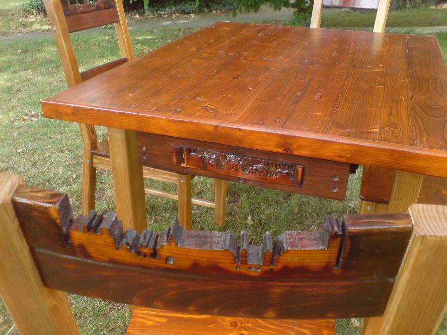Stuhlgruppe_Relief_Detail1
