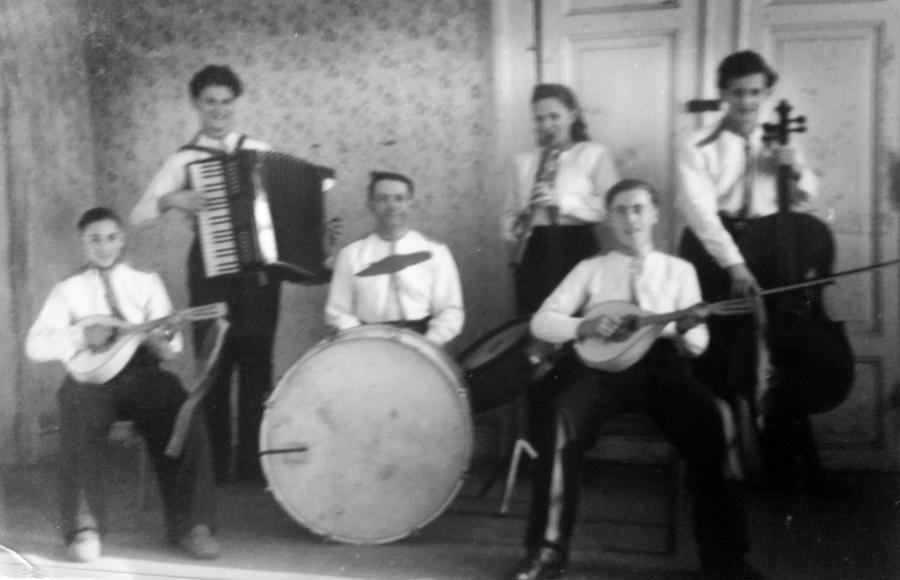In Schwarzenhof gab es um 1950 auch eine Musikkapelle, in welcher Josef und Rudolf Rötlich mitspielten