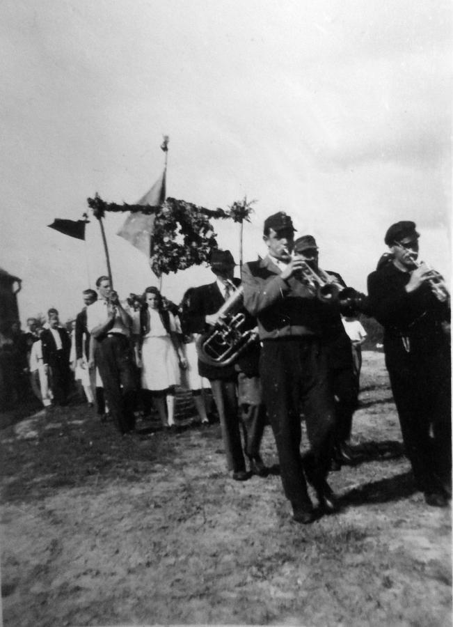 Erntefest in Schwarzenhof mit der Musikkapelle Plagens (1948)