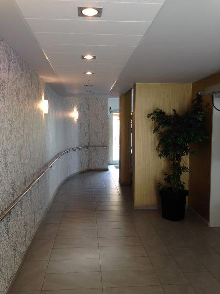 L-ELS_NB_Treppenhaus_Eingang