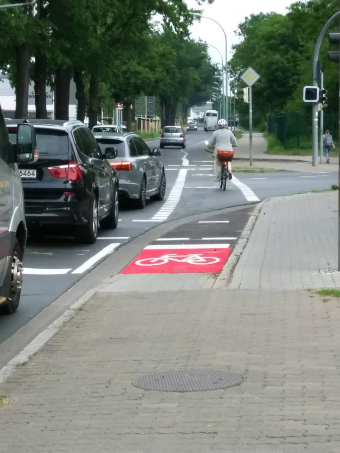 Radwegmarkierung rot