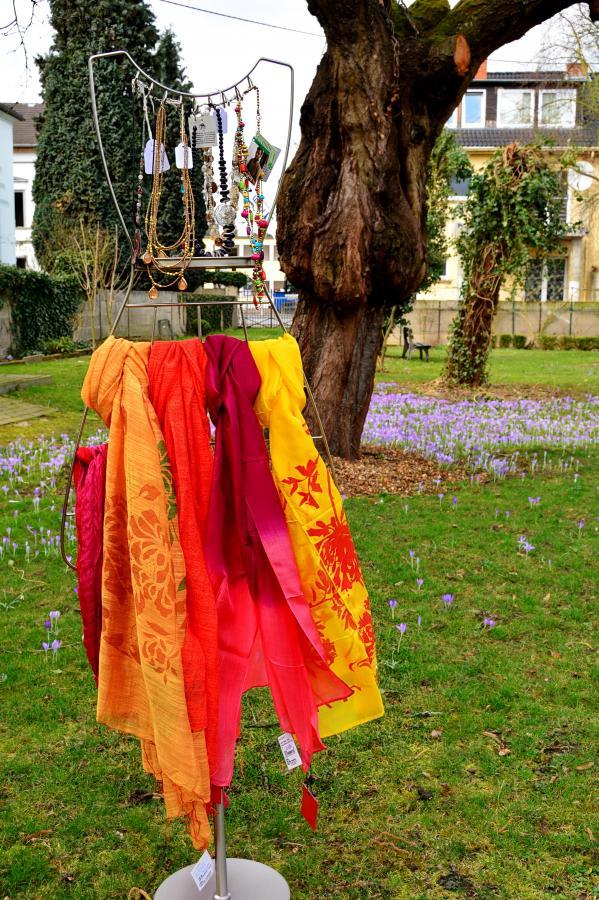 Tücher in Frühlingsfarben