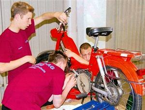 RSL-Schüler bei Emitec