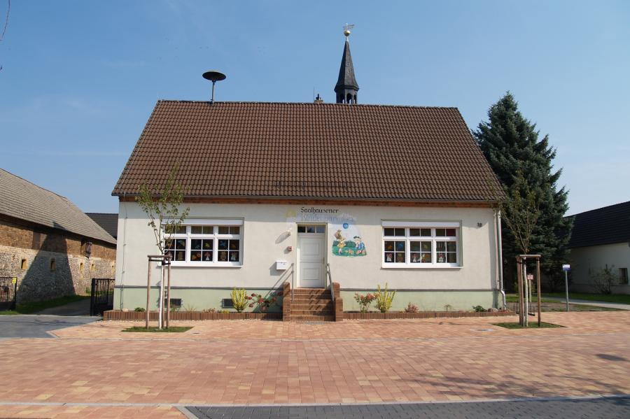 "Dorfkita ""Saalhausener Kinderparadies"" in der ehemaligen Dorfschule"