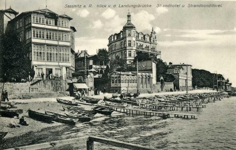 Sassnitz a. R. Blick v. d.  Landungsbrücke Strandhotel u. Strandkonditorei
