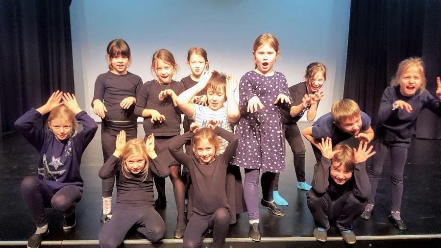 Schauspielschüler des Holzhaustheaters Zielitz