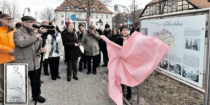 """Schild für den """"Historischen Pfad"""" enthüllt"""