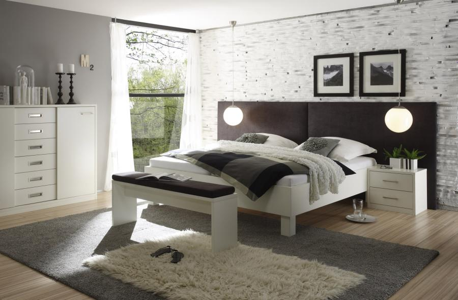 Doppelbett mit Beimöbel