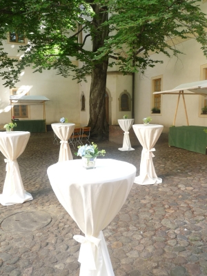 Schlosshof_Senftenberg_Sektempfang
