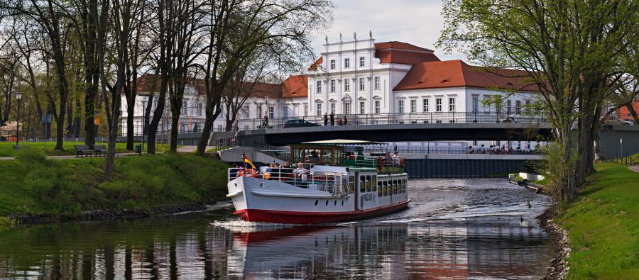 Schloss mit Schiff (Foto: Liebke)