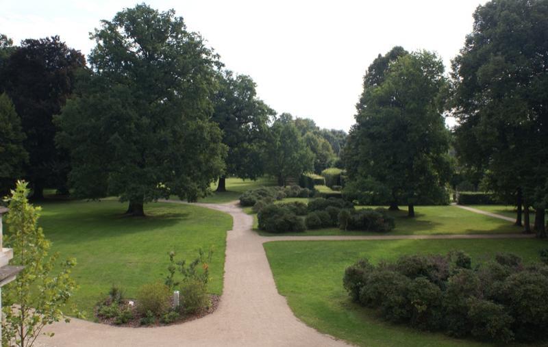 Schlosspark Altdöbern - spannende Sichtachsen, imposante Bepflanzungen und originelle Parkarchitekturen (c) Boris Aehnelt