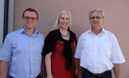 1. Vorsitzende der ILE Donau-Wald, Bürgermeisterin Josefa Schmid mit dem 2. Vorsitzenden, Bürgermeister Stefan Achatz (links) und Baudirektor Johann Preiß vom Amt für Ländliche Entwicklung
