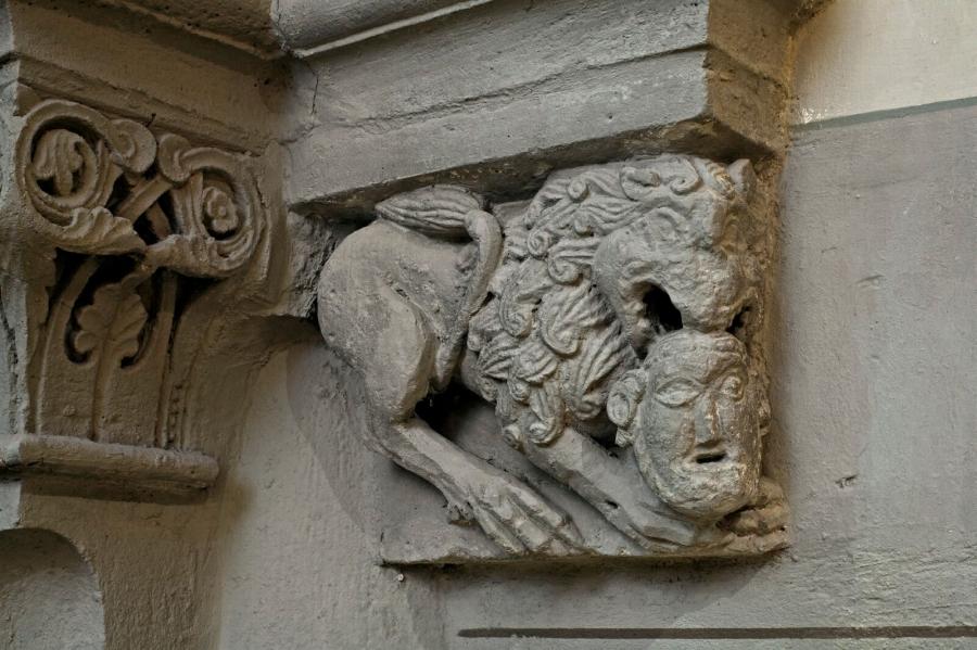 Schmuckkapitell Löwe mit Menschenkopf, südl- Seitenschiff