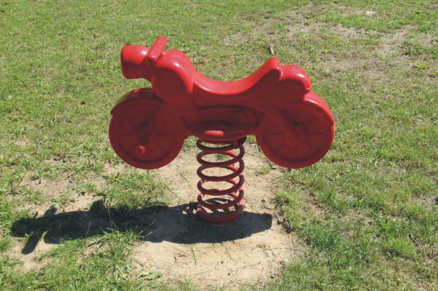 Schönerlinde Spielplatz Am Gemeindezentrum Federwippe, Foto: Gemeinde Wandlitz