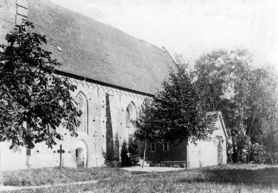 Die Levetzow´sche Grabkapelle an der Südseite der Schorrentiner Kirche (um 1910)