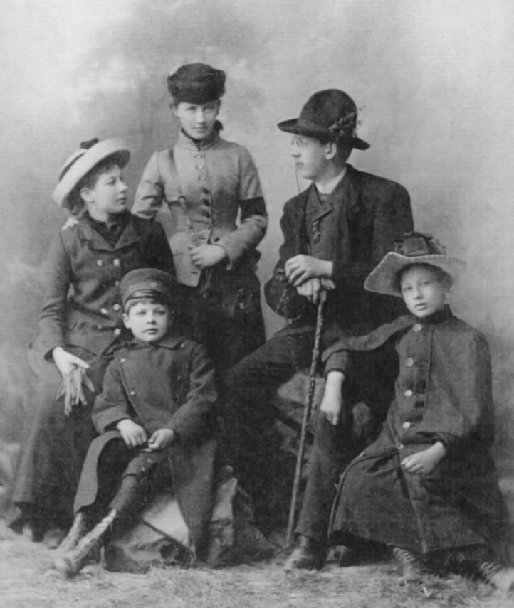 Die Kinder des Emil Viereck mit Wilhelm Neubourg