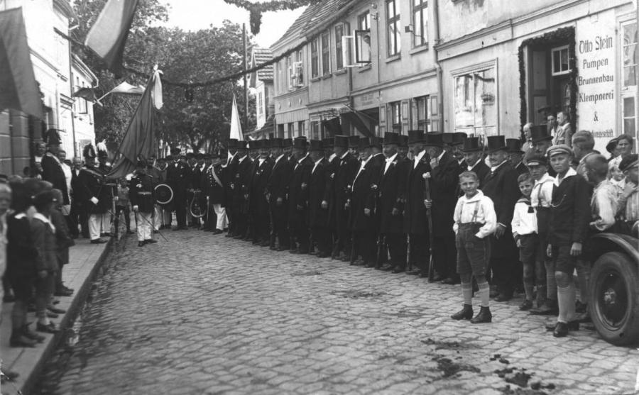 Abholung des Offiziers der Schützenzunft Gustav Glasow, 1928