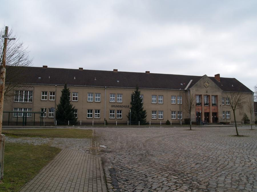 die Schule am Marx-Engels-Platz