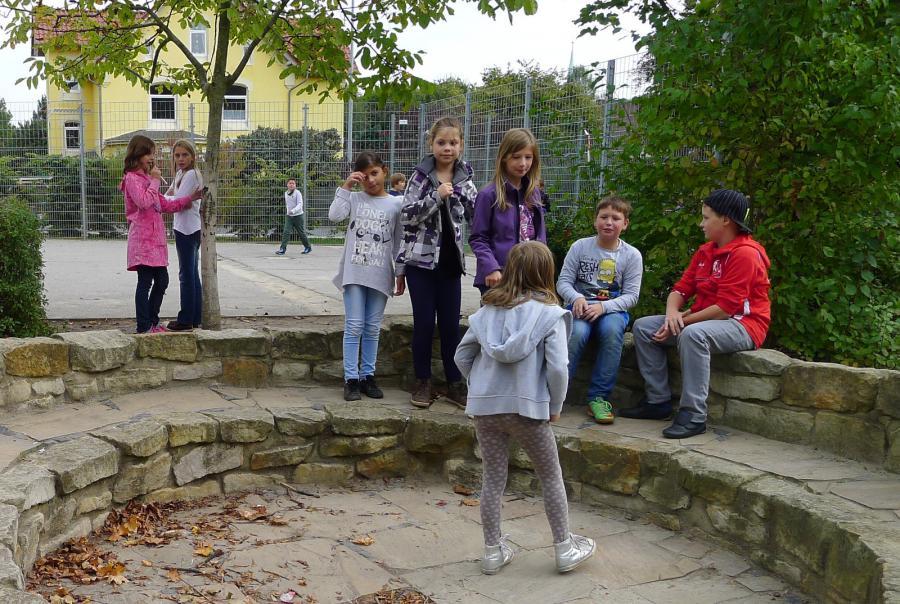 Schulhof 6