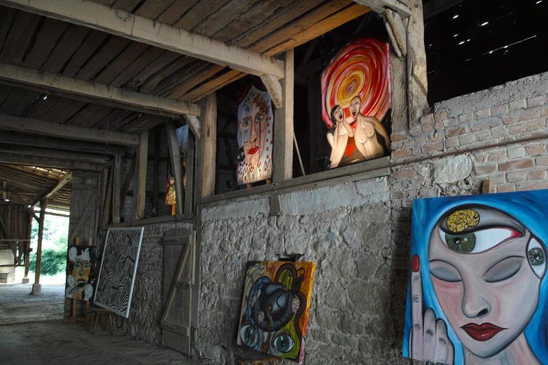 Scheune mit Werken von Yvette Barteczko & Peter Schmied