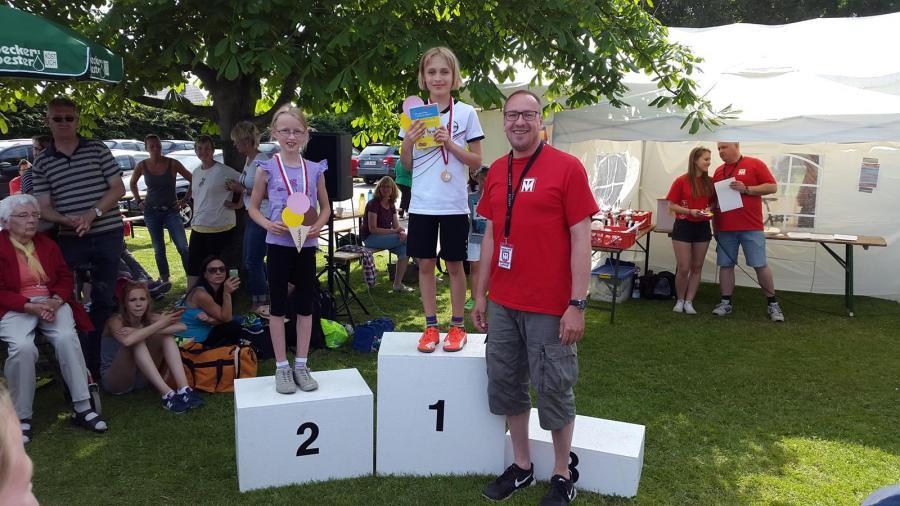 Siegerehrung des 1.000m REWE-Lengede-Laufes